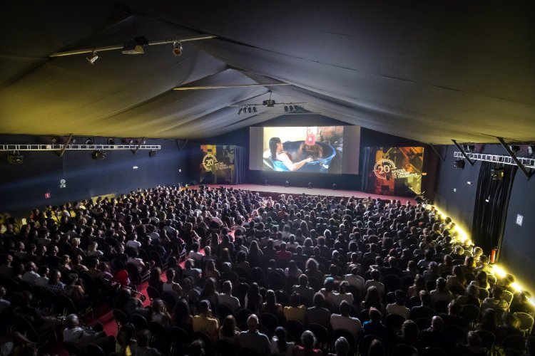 Cine Tenda lotado para a sessão de 'Baronesa'. Foto: Jackson Romanelli/Universo Producao