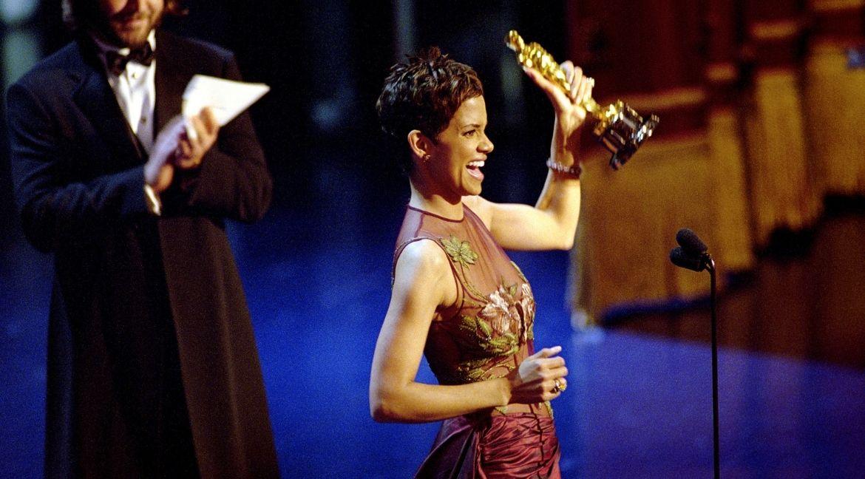 Halle Berry com o Oscar em 2001. Foto: Oscars.Org/Divulgacao