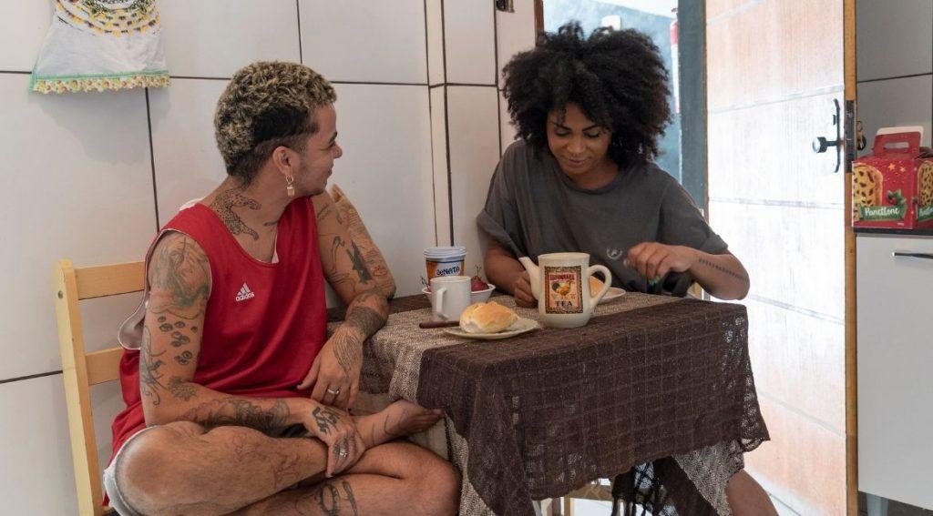Videoclipe de Matheus Brant, Tudo no Menu. Foto: Ceres Canedo/Divulgação