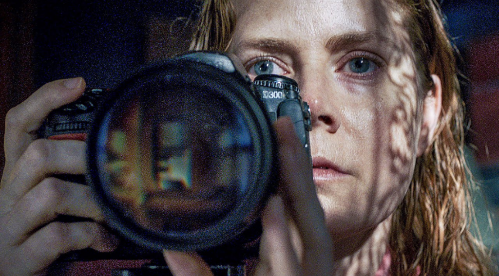 Amy Adams é a protagonista de A mulher na janela. Foto: Netflix/Divulgação