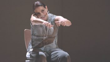 Denise Fraga na peça Eu de Você. Foto: Cacá Bernardes/Divulgação